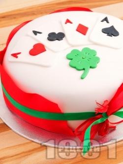 Покер торта за късметлии със захарно тесто (фондан) - снимка на рецептата
